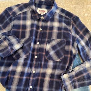 Mossimo boyfriend fit plaid flannel blue button up